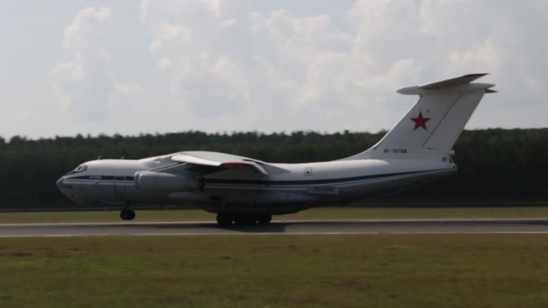 Russland: Militärflugzeuge bombardieren brennendes Munitionslager in Krasnojarsk mit Wasser