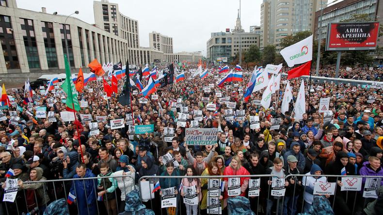 Zehntausende Menschen demonstrieren in Moskau – Festnahmen bei Demo danach