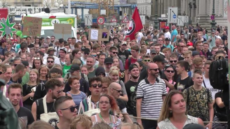 Tausende protestieren in Berlin für Legalisierung von Cannabis – auch Parteien