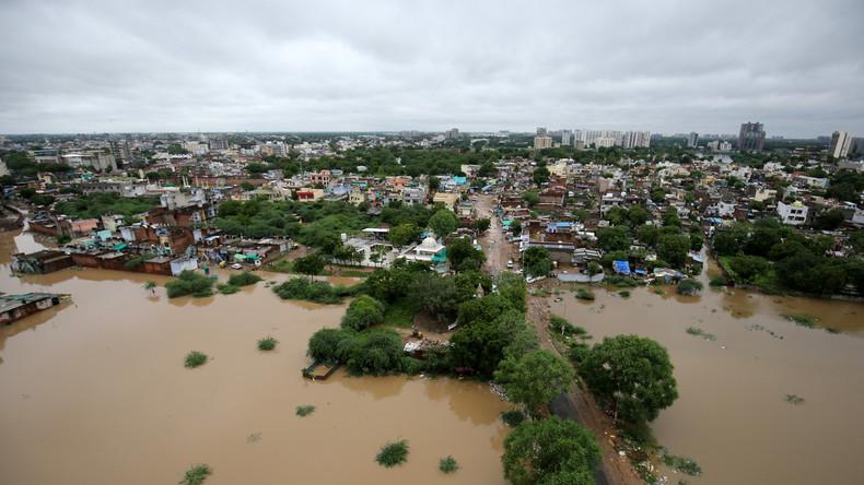 Erdrutsche und Überschwemmungen in Indien: Über 215  Menschen getötet, fast eine Million obdachlos