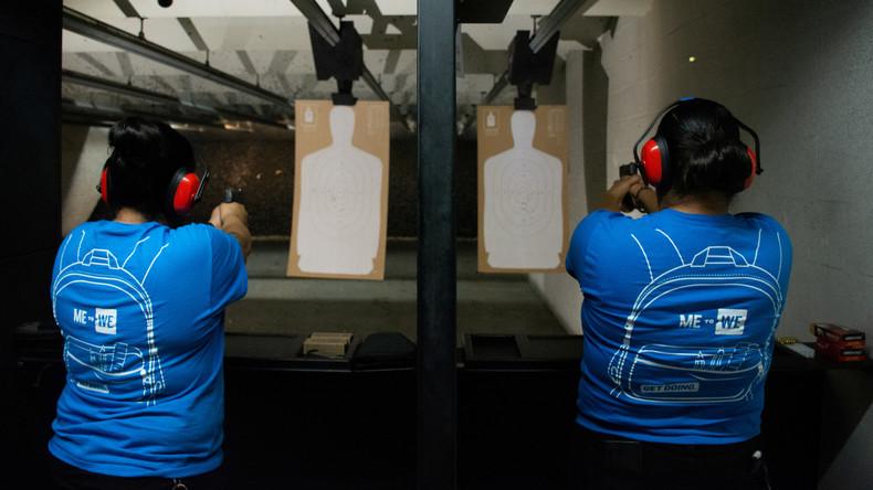 Hispanische Bevölkerung von El Paso bewaffnet sich nach Massaker