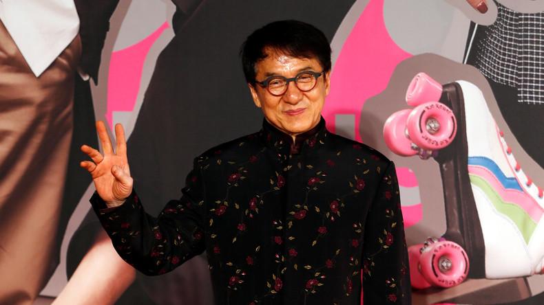 Gebürtiger Hongkonger Jackie Chan nimmt an Kampagne zum Schutz der Nationalflagge Chinas teil