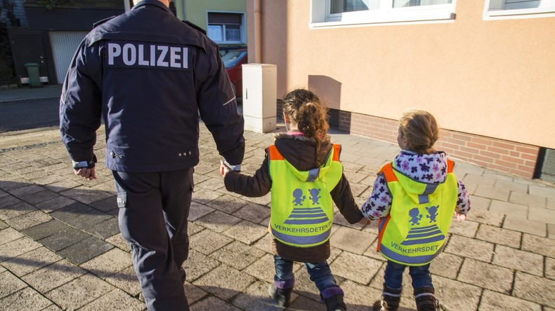 """""""Wegen russischen Propagandanetzwerkes"""" – Keine gesponserten Warnwesten für Berliner Schüler"""