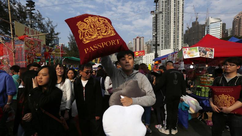 """Mit britischen Pässen will ein Abgeordneter einen historischen """"Fehler"""" in Hongkong korrigieren"""