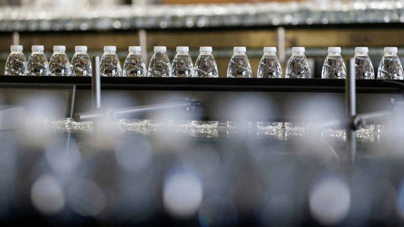 Umweltministerin fordert von Bürgern Umdenken: Trinkt Leitungswasser statt aus Flaschen!