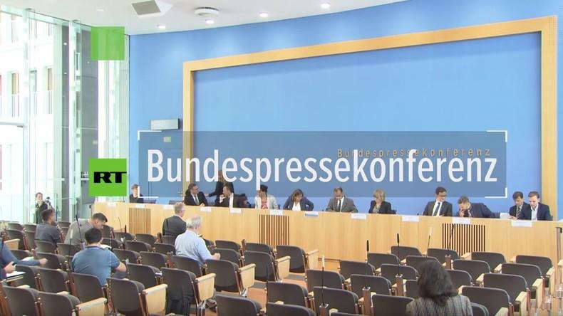 Bundespressekonferenz: Würde Kanzlerin Angela Merkel Abzug von US-Truppen und Atomwaffen begrüßen?