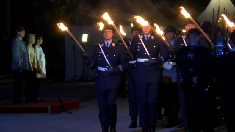 """""""Wind of Change"""" – Abschied von der Leyens als Verteidigungsministerin mit militärischen Ehren"""