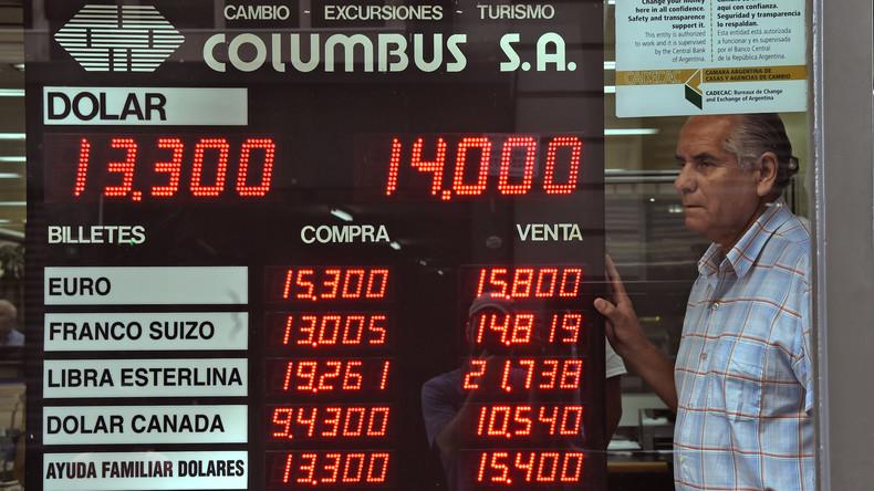 Argentinien: Fitch warnt vor Gefahr einer Staatspleite, Regierung senkt Steuern und Abgaben