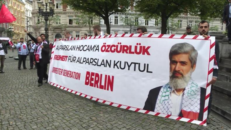 Islamistische Gruppe marschiert in Hamburg für Freilassung ihres Anführers