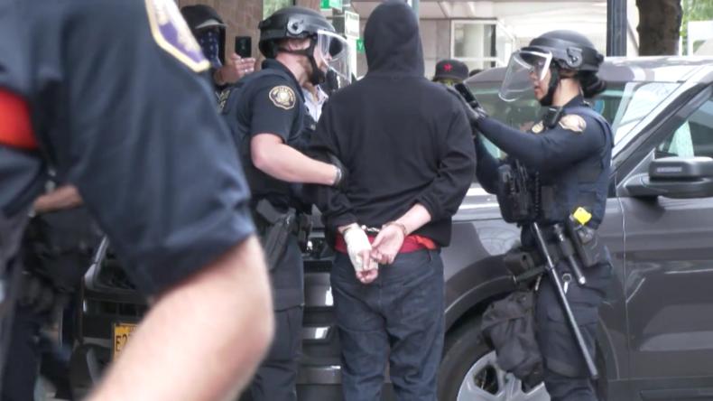 USA: 13Verhaftungennach Zusammenstößen zwischen linken und rechten Gruppen in Portland
