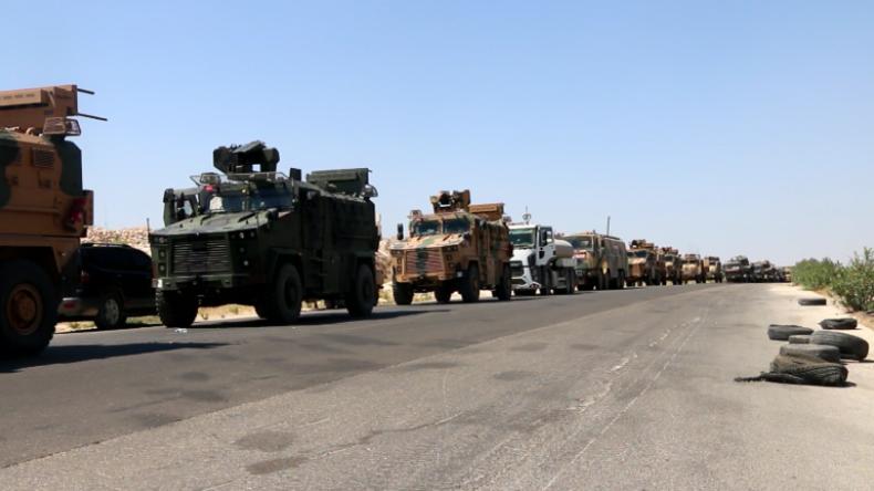 Syrien: Türkischer Militärkonvoi nach angeblichem Luftangriff durch syrische Armee gefilmt