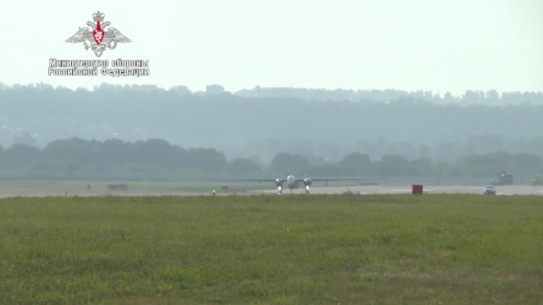 Russlands neue Aufklärungsdrohne absolviert Erstflug auf geheimem Militärflugplatz