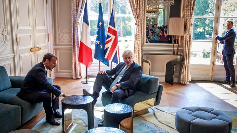 """Der Mainstream und ein Foto: """"Johnson glänzt durch respektloses Verhalten bei Treffen mit Macron"""""""