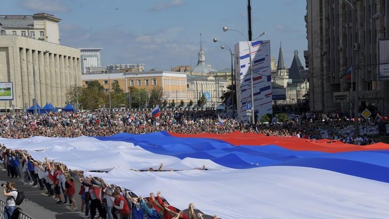 350 Jahre Russlands Nationalflagge: Moskau feiert mit Flashmobs und Konzerten