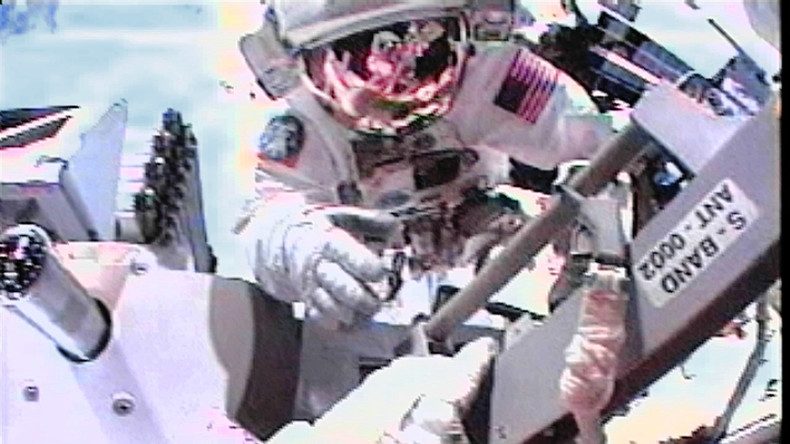 Kein rechtsfreier Raum: Astronautin soll vom All aus Bankkonto ihrer Ex-Partnerin gehackt haben