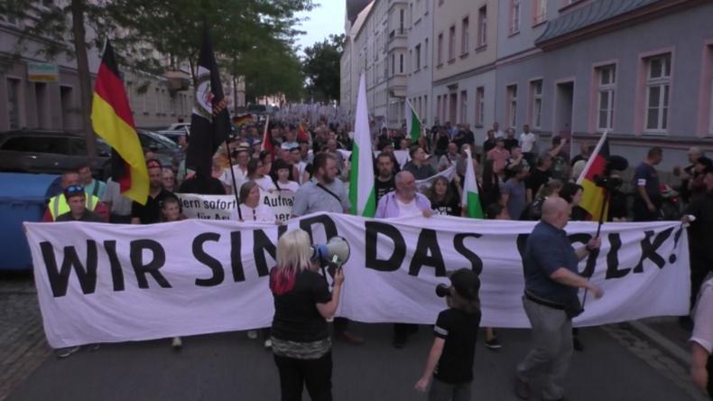 Ein Jahr nach tödlicher Messerattacke: Hunderte Anhänger von Pro Chemnitz erinnern an Daniel H.