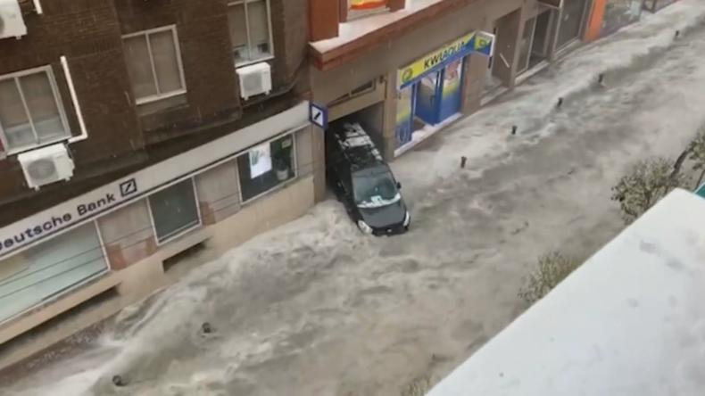 Spanien: Plötzliche Sturzflut und massive Hagelstürme richten Chaos in Madrid an