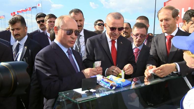 """""""Vanille für Erdoğan """" – Putin schmeißt erneut eine Runde Eis auf Luftfahrtmesse"""