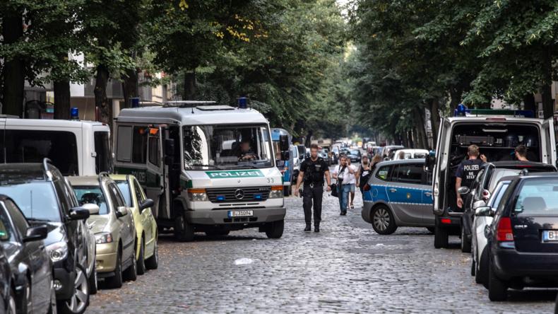 Mit Machete und Verkehrsschildern – Massenschlägerei in Neukölln (Videos)