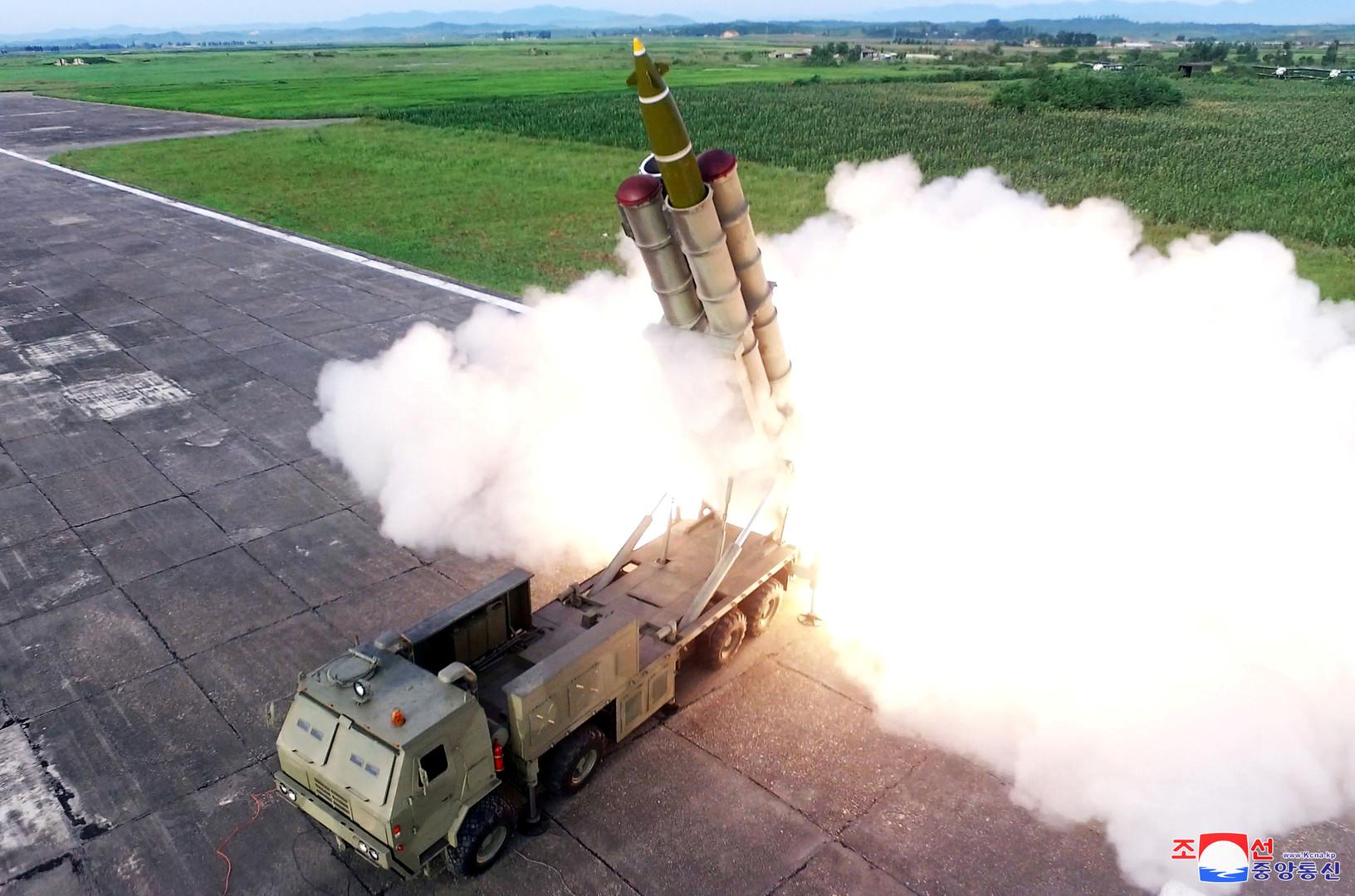 """Nordkorea veröffentlicht Fotos seines """"supergroßen"""" Raketenwerfers"""