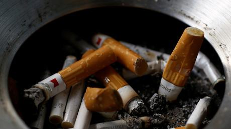 Ausgedrückte Zigarettenstummel.
