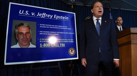 (Archivbild). US-Staatsanwalt für den Southern District of New York Geoffrey Berman kündigt am 8. Juli 2019 in New York City Anklage gegen Jeffery Epstein an.