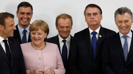 Bundeskanzlerin Angela Merkel und Brasiliens Präsident Jair Bolsonaro (II v.r.) am 29. Juni 2019 bei einer Pressekonferenz beim G20-Gipfel im japanischen Osaka.
