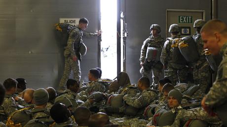 Bereit zum Exit? US-Soldaten der 173. Luftlandebrigade bereiten sich auf eine Übung auf dem US-Stützpunkt im oberpfälzischen Grafenwöhr vor.