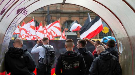 Symbolbild: Teilnehmer einer NPD-Demonstration, Dresden, Deutschland, 1. Mai 2019