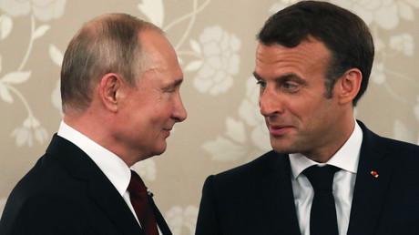 Der russische Präsident Wladimir Putin und sein französischer Amtskollege Emmanuel Macron bei einem Treffen am Rande des G20-Gipfels in Osaka, Japan, 28. Juni 2019.