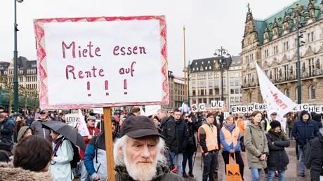 Demonstration in Hamburg Demo MIETENmove - mietenwahnsinn stoppen.