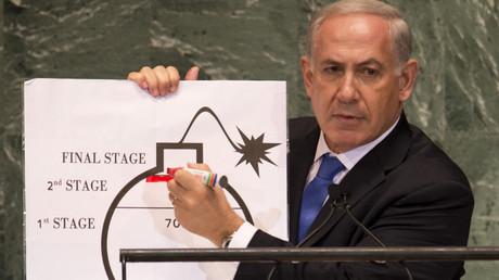 Der israelische Ministerpräsident Benjamin Netanjahu warnte bei der UN-Vollversammlung am 27.09.2012 davor, dass der Iran kurz vor dem Bau einer Atombombe stehen würde.