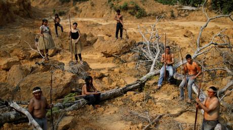 Indigene aus dem Stamm der Mur zeigen ein abgeholztes Gebiet innerhalb des Amazonas-Regenwaldes in der Nähe von Humaita, Staat Amazonas, Brasilien, am 20. August 2019.