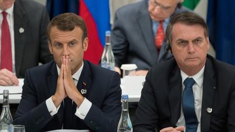 Der französische Präsident Emmanuel Macron (l.) und der brasilianische Präsident Jair Bolsonaro hier am 28. Juni 2019 beim G20-Gipfel in Osaka bei einem Treffen über digitale Wirtschaft.