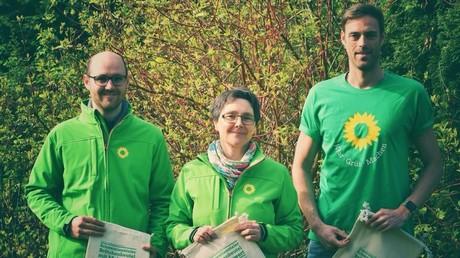 Politiker der Grünen in Schwentinental – rechts im Bild Dennis Mihlan