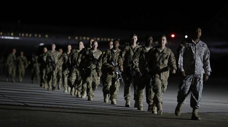 Dürfen bald alle nach Hause? US-Soldaten der 159. Combat Aviation Brigade, 101. Airborne Division, landen nach ihrem Einsatz in Afghanistan am 1. September 2014 auf dem Campbell Army Airfield in Kentucky.