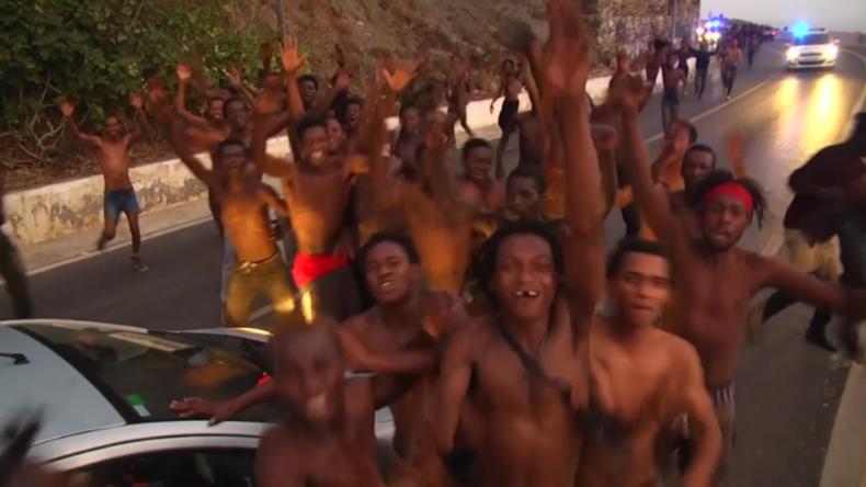 Spanien: Über 150 Migranten aus Afrika überqueren Grenzzaun in Ceuta