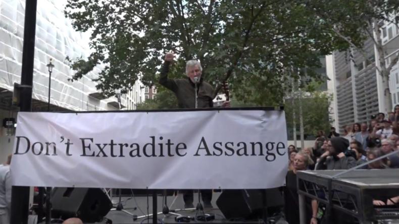 Breites Schweigen in Medien über Roger-Waters-Konzert zur Unterstützung von Julian Assange