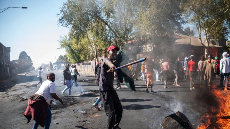 Südafrika versinkt im Chaos: Weit verbreitete Unruhen, Plünderungen und Gewalt gegen Ausländer