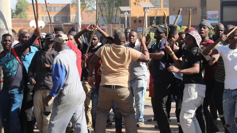 """Südafrika: """"Wir werden sie töten"""" – Heftige  Proteste gegen Ausländer in Johannesburg"""