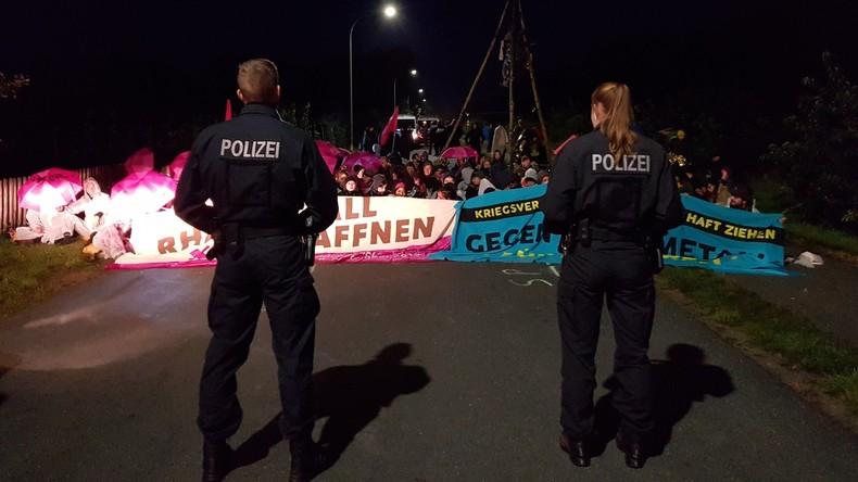 Kriegsgegner blockieren Rüstungsunternehmen Rheinmetall in Niedersachsen