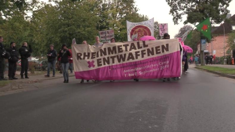 Deutschland: Anti-Kriegsaktivisten protestieren vor Waffenfabrik Rheinmetall