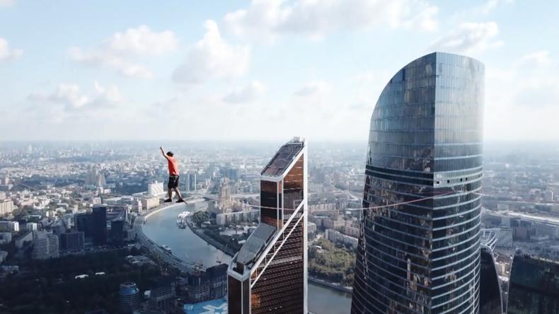 Moskau: Deutscher Adrenalin-Junkie stellt Weltrekord in luftigen Höhen auf