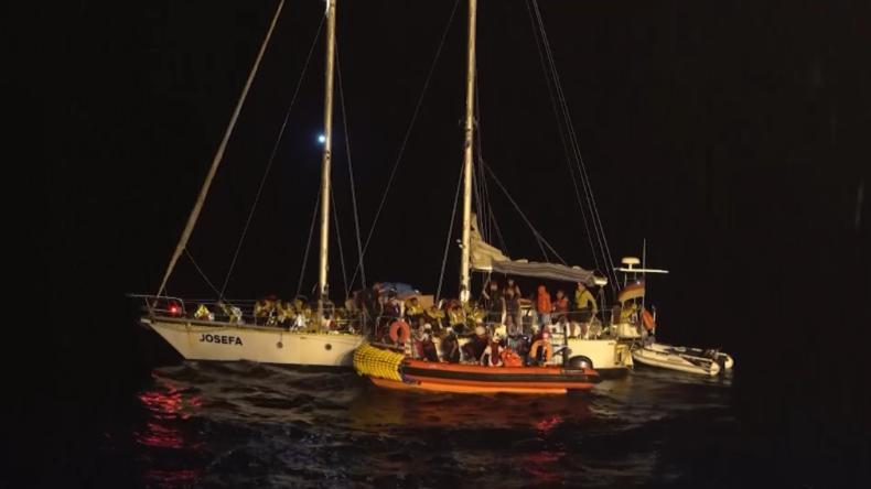 Mittelmeer: Migranten vor libyscher Küste von deutschem Segelboot gerettet