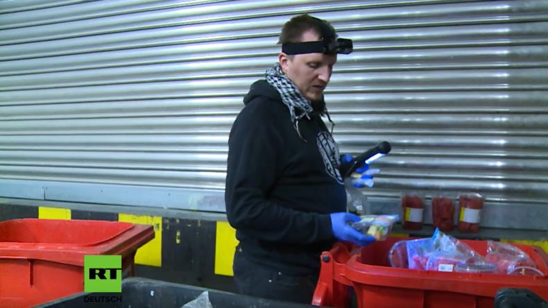 RT-Reportage: Containern – Nahrung aus dem Müll