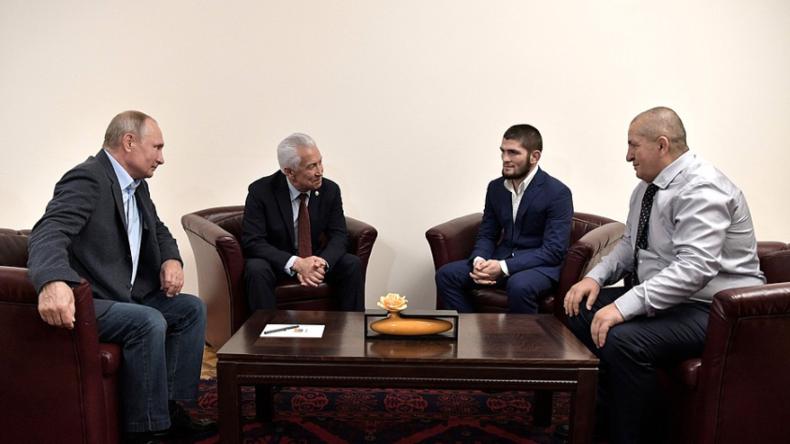 """Putin trifft UFC-Meister Chabib Nurmagomedow nach Sieg: """"Schöner Kampf und ein spektakulärer Sieg"""""""