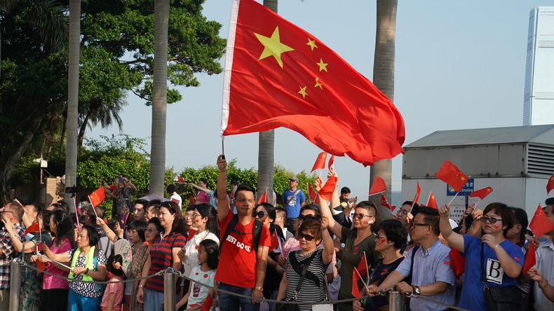 LIVE: Pro-Peking-Demonstranten versammeln sich in Hongkong