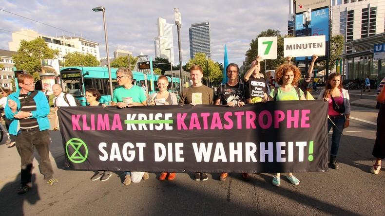 LIVE: Tausende von Umweltaktivisten protestieren vor den Toren der IAA