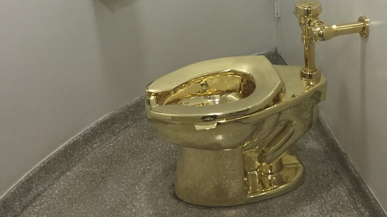 Gold stinkt nicht: Kloschüssel aus Edelmetall verschwindet aus Museum in Großbritannien