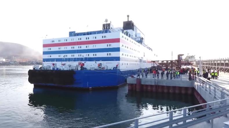Russland: Das weltweit erste schwimmende Kernkraftwerk erreicht Hafen von Pewek